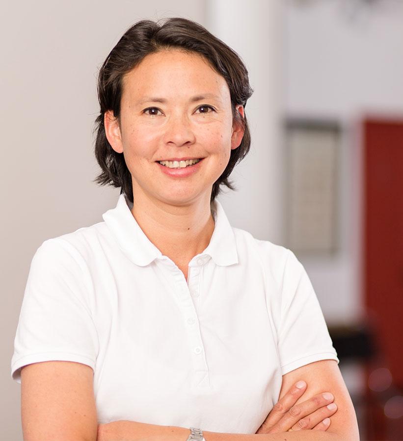 Dr. Yvonne Schönfelder
